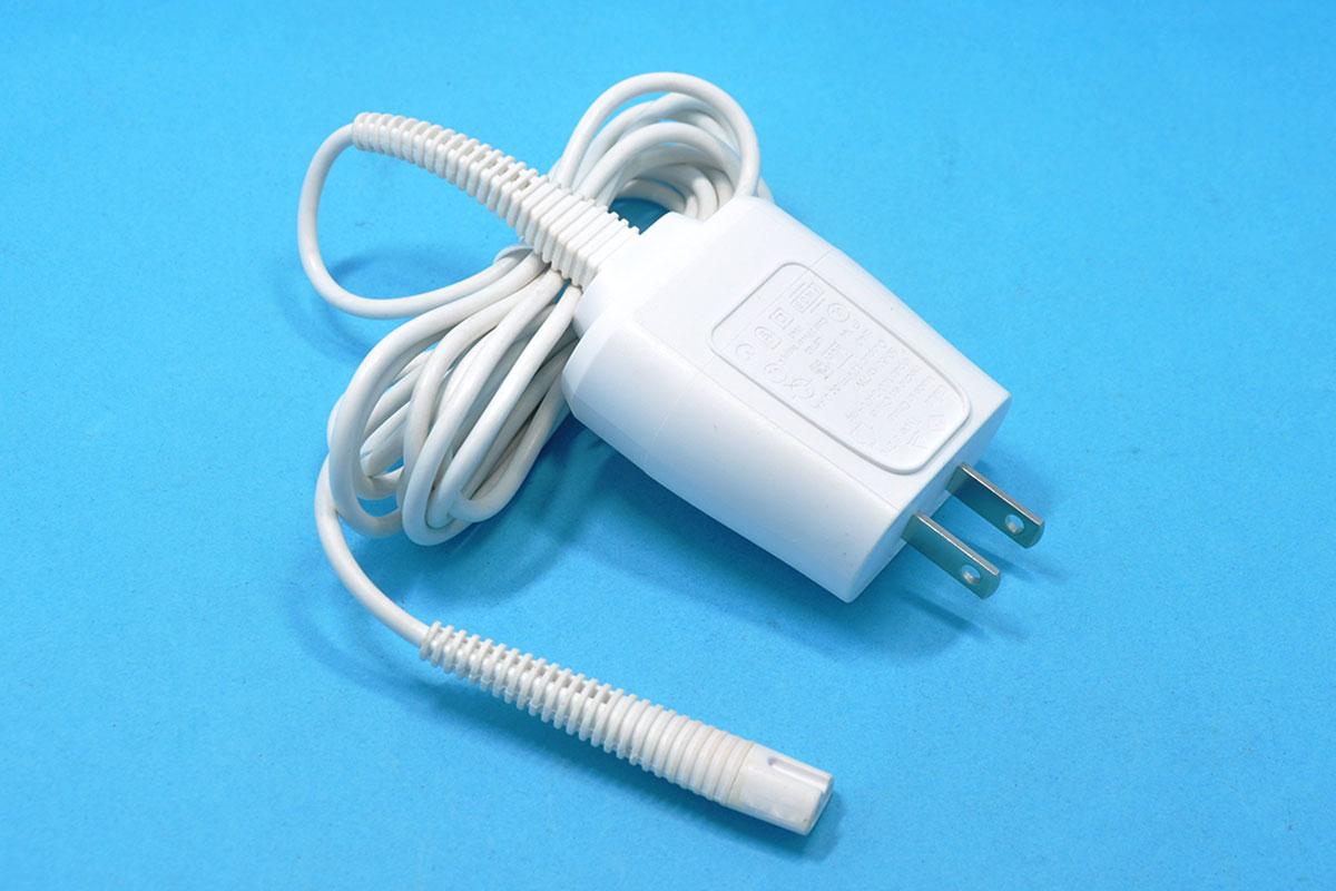 新到货63个博朗电动剃须刀12V 0.4A白色三角接口充电器型号5210 320s 330s 340s 190 199电源线