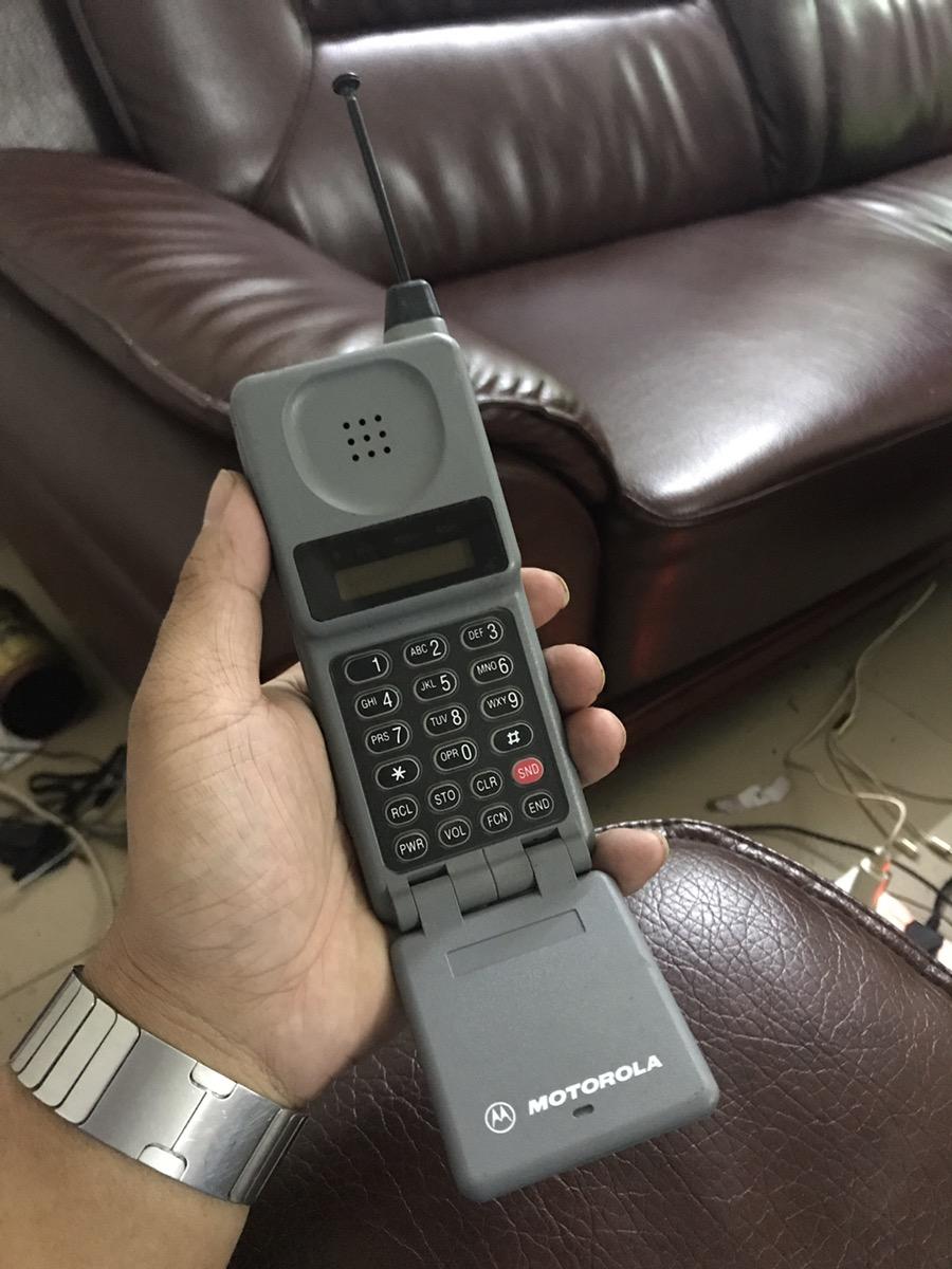 怀念不如相见 当年很NB的手机  要不要复刻一下 哈哈