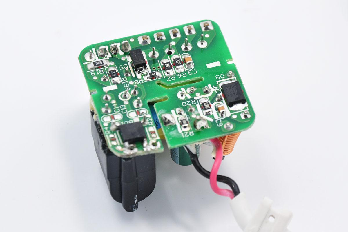 新到货原装Ktec冠德5V2A带3米线Micro USB大电流安卓手机平板电脑充电器KSAPK0110500200FUC